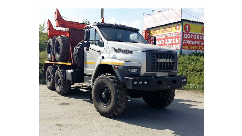 Трубоплетевозный тягач УСТ-5453